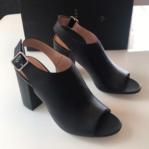 "NWB Halogen ""Hadina Lea"" open toe leather sandals!"